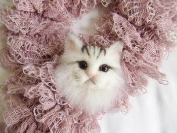 羊毛フェルトで作った長毛種猫ちゃんのマスコット。くりっとした大きな瞳で見つめられると、思わず抱きしめたくなってしまいますね。ストールやバッグにつけて、いっしょにお出かけしませんか?