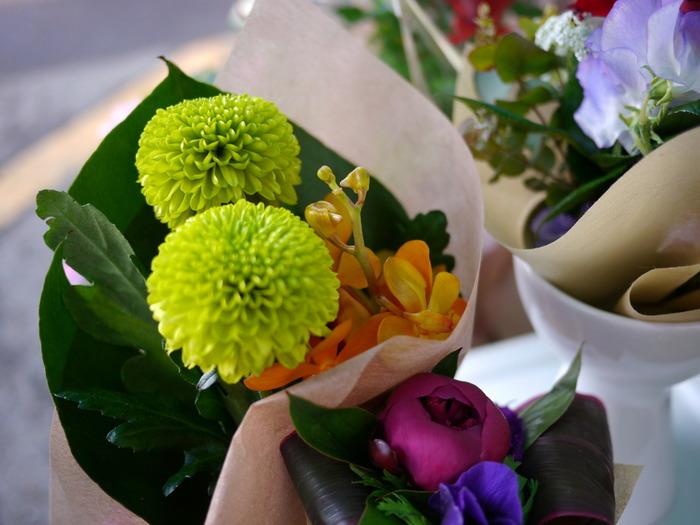 農産品には、野菜だけではなく生花も含まれます。地元の花卉(かき)農家が生産したフレッシュな生花やアレンジメント、花苗等がお得に購入できることも。