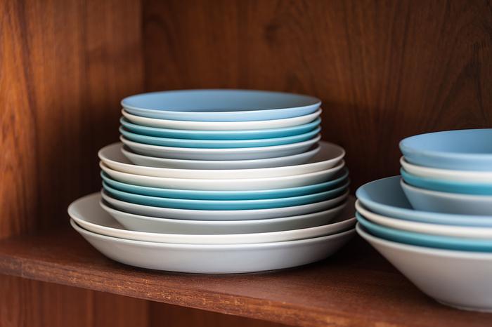 まずはシンプルな平皿が必要です。大きさは23センチから26センチほどがワンプレートごはんに適しています。カラーはお好みのもので大丈夫。