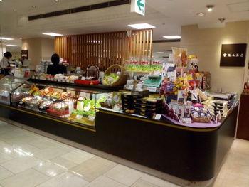 1950年創業の「熊本菓房」は、美味しさとデザインを兼ね備えたお菓子をを製造・販売しています。熊本に十数店舗あるので、お土産に購入しやすいのも魅力的。