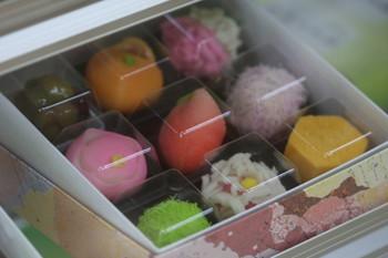 生菓子の繊細な美しさと上品で優しい味わいに心まで満たされます。日持ちしないのが難点ですが、近場の手土産にいかがでしょうか?