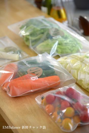 今年はとくにお野菜が高い日が続いています。せっかく買ったお野菜はしっかり鮮度を保ったまま、使いきれるよう、鮮度保持袋などに入れて保存するようにしましょう。買った後にひと手間かけることで、使い忘れが大幅に減りますよ。