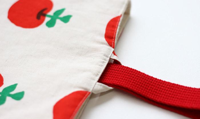 「上履き袋(シューズ入れ)の作り方」では、ループの強度が増す方法も、画像つきで紹介されていますよ。