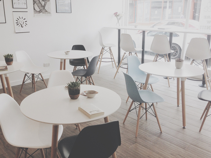 ランチタイムを共に過ごせるお弁当仲間がいると励みになります。会話のなかで自然と料理の話になって、簡単にできるレシピを教えてもらったり、おかずを交換して試食したり。オフィスの休憩室が、まるで楽しい女子会の場に変わります。