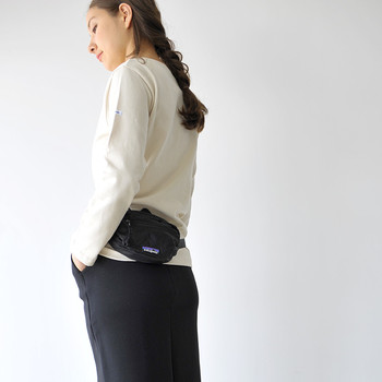 必要最小限のものだけで出歩くときは、小さなウエストバッグがお役立ち。身軽であればあるほど、行動範囲もグンと広がります♪
