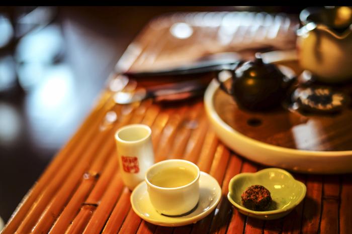 """台湾伝統のお茶文化を体験したいなら、「茶芸館」に行くもよし。若者が牽引するトレンドを感じたいなら、おしゃれな「コーヒースタンド」に行くもよし。さらには、今話題を集める「クラフトビールを楽しめるバー」もあったりと、""""ひと休み""""ひとつとっても、実は色んな選択肢がありますよ。"""