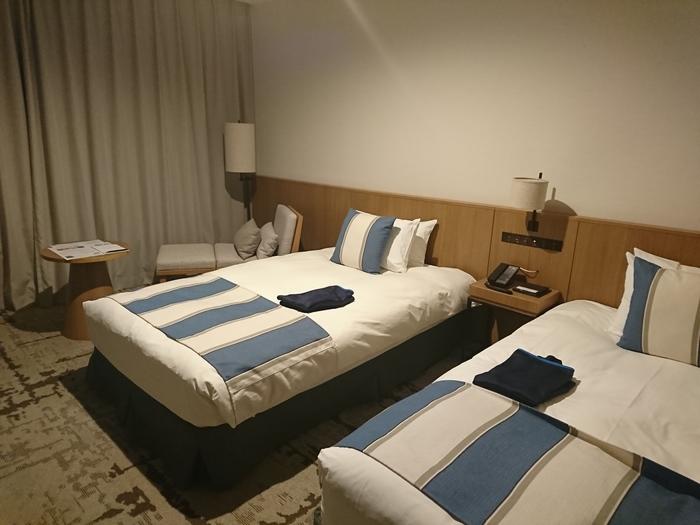 ちっょぴりレトロなホテルというイメージだった大磯プリンスですが、現在ではお部屋はリニューアルされていて、すっかりリゾート風に。山側のお部屋を選べば夜景、海側のお部屋を選べば朝日が昇る海と、それぞれ違った絶景が楽しめます。
