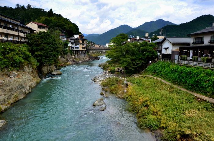 奥美濃の山々から端を発し、長良川に流れ出る吉田川は、郡上八幡における「清流」のシンボルです。