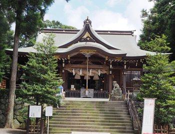 パワースポットとして訪れたいのが、こちらの六所神社。大化改新後に櫛稲田姫命を守護神として創建され、小田原北条家にも信仰されたという、由緒ある神社です。