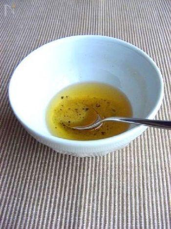 いろいろな料理に合う万能たれの塩にんにくタレ。ジューシーな小籠包にもよく合いますよ。