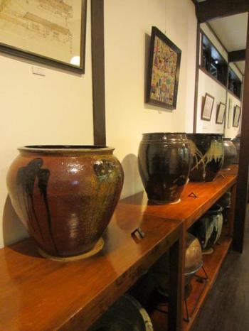 2階には、陶器・磁器のコレクションが展示され、ひとつひとつ味のある温もりを感じますね。
