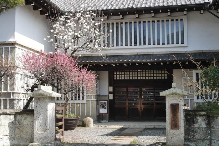 日本民藝館は、1926年に柳宗悦らによって企画され、1936年に「民藝」の普及と「美の生活化」を目指す民藝運動の本拠として開設されました。