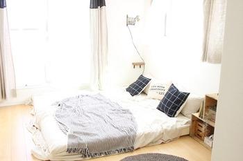 さらにお手軽さを求めるなら、ベッドで寝転んだままできるストレッチがおすすめ。寝ている間に縮こまっていた筋肉を、しっかり伸ばしてあげましょう。