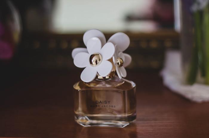 """""""さりげなく""""が魅力的。ナチュラルな香りのまとい方"""