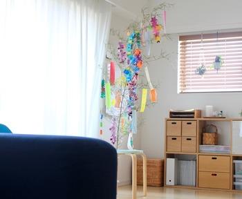 七夕飾りも、折り紙を使って作ってみましょう!手作りの飾りと一緒に、短冊に願いをこめて…笹の葉に飾り付けたら、願い事も叶いそうですね♪