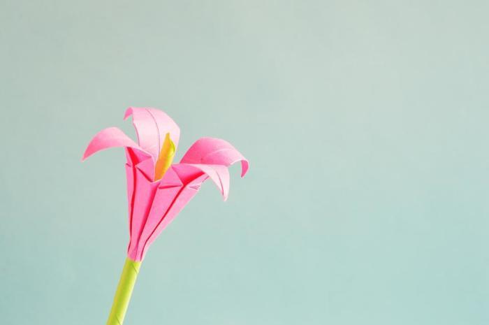 立体のお花の作り方、続いては可憐なユリの花です。何本か集めて花束にしても素敵♪