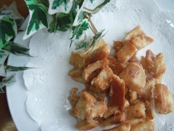 小学生のお子様でも簡単につくれるおやつレシピ♪バターとマシュマロが溶け合って、キャラメルのような濃厚な味わいに。