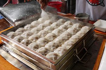 このように蒸していただく、台湾では人気の軽食です。また、蒸したあとに揚げるものもあるそうです。