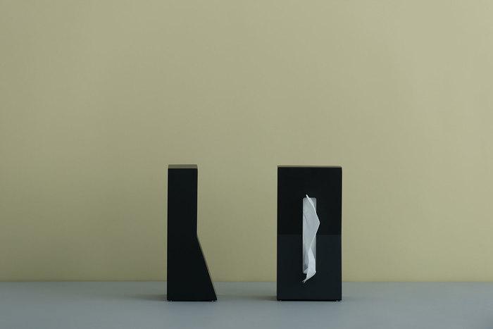 縦置きのティッシュケースの先駆けである「STAND!」。こちらはその新しさから2006年にグッドデザイン賞を受賞しています。