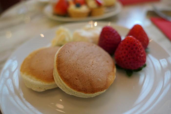 また、「ニューオ―タニ特製パンケーキ」もおすすめ。イタリア産のリコッタチーズとマスカルポーネを贅沢に生地に練り込み、たっぷりのメレンゲを混ぜ込んで焼き上げたパンケーキはふわふわの絶妙な食感です。