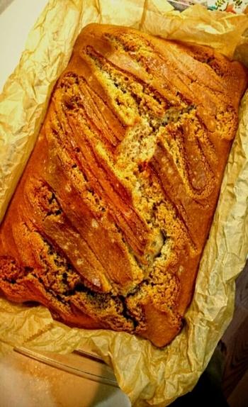 パンケーキミックス、ミルクジャム、塩を合わせて作るアイディア塩キャラメルケーキです。塩キャラメル風味は実にさまざまな材料で作り出すことができるんですね♪