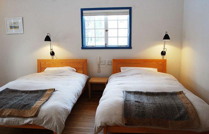 オーストリアの家具メーカー「ティームセブン」の木製ベッドに、ボタニカルスキンケアブランド「AESOP(イソップ)」で揃えられたアメニティなど…。自然の心地よさや、ありがたみを実感するひと時を過ごせそうです。