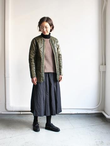 そんなキルティングジャケットのおすすめアイテムと、素敵に着こなしているコーディネートをご紹介します。