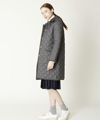 英国らしいベーシックなアイテムが揃う「Traditional Weatherwear(トラディショナル ウェザーウェア)」のキルティングジャケットはバランスのいい細身のシルエットが魅力。シンプルなのでどんなコーデにも合わせやすいのも◎