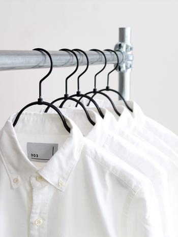 そこで今回は、この春に着たいおすすめの白シャツや、白シャツを使った素敵なコーデをあわせてご紹介したいと思います。  白シャツコーデがマンネリ化している……という方は、ぜひ参考にしてみてくださいね♪