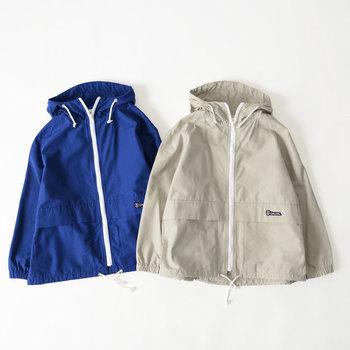ナイロン素材でカジュアルに着られる「ORCIVAL(オーシバル/オーチバル)」のライトアウター。ちょっぴり肌寒い日にはもちろん、雨の日やキャンプなどのお出かけにも活用できそうです。
