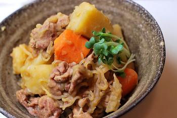 肉じゃがは、色々な料理に変身する万能料理。ぜひリメイク&リレーレシピに挑戦して、肉じゃがの新しい美味しさを楽しんでみてくださいね。