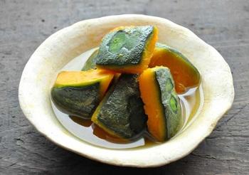 かぼちゃの煮物。 たまには丁寧に煮てみよう。ほっくりとした味わいは、時短でレンチンしたものとはひと味もふた味も違います。
