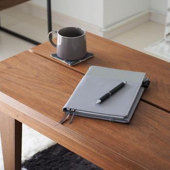 手帳やマイノート、バレットジャーナルなど、さまざまなノート術が人気の昨今。ペンのおもむくままに、ノートに思いを書き綴ることに共通するのが「内なる自分と向き合う」こと。忙しい日常のなかで置き去りになりがちな、「自分の本当の願い」は何かを知る時間は大切にしたいですね。