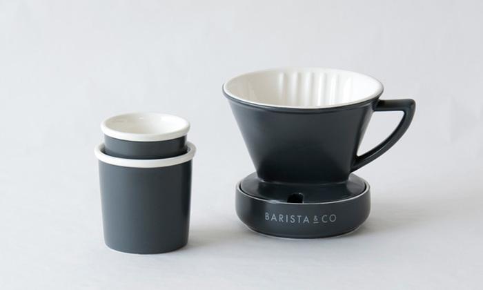 粉っぽさのないスッキリしたコーヒーを、お好みの濃さで飲みたいなら、ペーパーフィルターでのハンドドリップをどうぞ。受皿がついているのでドリップ後のしずくが垂れず快適です。