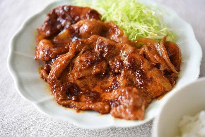 動物性たんぱく質も豊富で、玉ねぎや生姜も入り、和定食の定番でもある豚肉の生姜焼き。最初に繊維をたっておくことでお肉が反り返らず、柔らかくなります。