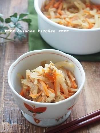 ツナが野菜から出た旨味を吸い込んであっさり味付けでもジューシーで美味しいレシピ。ツナが入っているので、肉類や大豆製品がメインのおかずの時にぴったりの副菜レシピです。