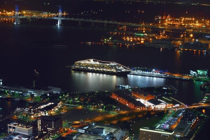 夜景の美しさでも有名な横浜港大さん橋国際客船ターミナル。