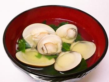 日本の伝統料理として海外からJapanese Clear Soup(日本の透明なスープ)として、周知されている日本の汁物。その美しさは誰しもが認めるのは間違いないでしょう!