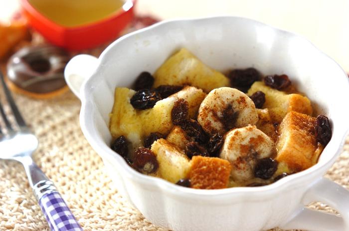 食べ応え抜群でお腹も満足のあたたかいバナナパンプディング。レーズン&シナモンのバナナに相性のいい組み合わせ。