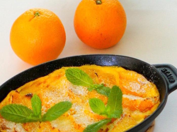 オレンジとヨーグルトが爽やかに香るパンプディング。彩りもきれいなオレンジで食欲をそそります。