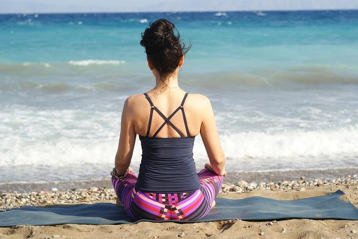 ヨガやウォーキングなど、軽い呼吸と共にできるリズム運動は、緊張した自律神経を整えるのに有効です。 たまったストレスも優しく解放してくれ、体と心の内側から肌荒れを改善していきます。