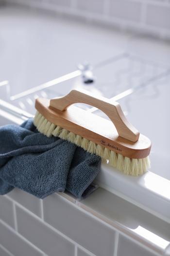 用途に合った使いやすい道具があると掃除も楽しくなりますよ。マイクロファイバークロスは洗う・磨く・拭き取ると1枚でいろいろ使えて便利。 手に馴染み使いやすい道具を選びましょう。