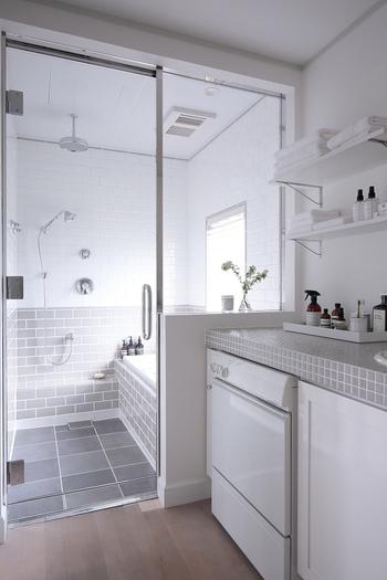 より心地良く理想的なバスルームを作るためのポイントは「インテリアを揃えること」「お気に入りアイテムがあること」「いつも清潔にしていること」の3つです。