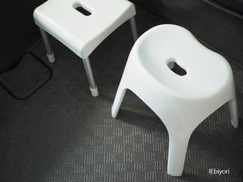 バスルームに合っていて使い勝手の良いバスチェアや洗面器など、バスインテリアは掃除がしやすくいつまでも衛生的に使えるものが人気。同じシリーズで揃えるとすっきりしたインテリアに◎
