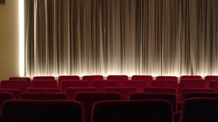 カフェやランチなどはひとりで行くことができても、ほかのことになるとちょっぴり敷居が高いような気がすることもありますよね。でも、映画館や美術館、お芝居なども実はひとり時間を過ごすのに最適なエンターテイメントなんですよ。