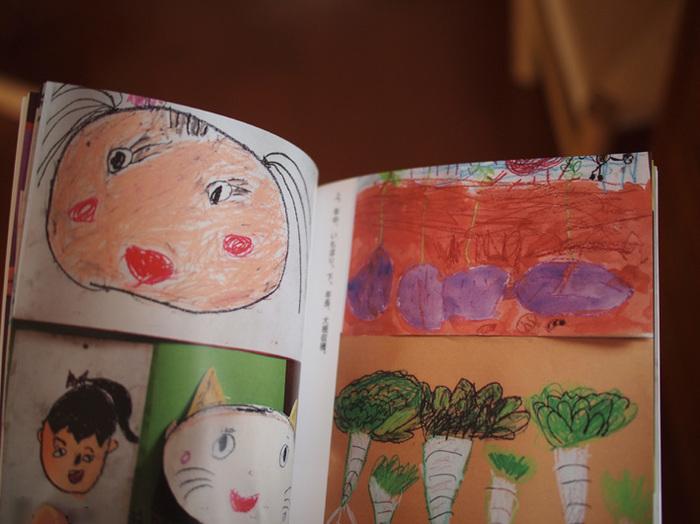 残しておきたい思い出の品や、子どもの描いた絵など、捨てるには惜しいけれど、すべてを保管するのは難しいものってありますよね。そんなとき、フォトブックの出番です。写真に収めたあとは、本当に残したいものだけを厳選して、あとは思い切って処分します。いつでも手に取って見ることができるのも、フォトブックの利点です。