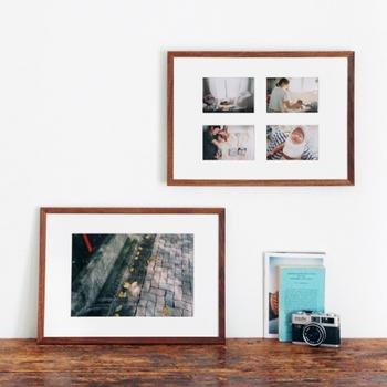 シンプルながら存在感のある、台紙付きのフォトフレームです。大きく引き伸ばした写真を入れてもいいですし、通常サイズの写真を4枚入れてもいいですね。天然木のフレームは、家具のような経年変化も楽しめ、あたたかみがあります。