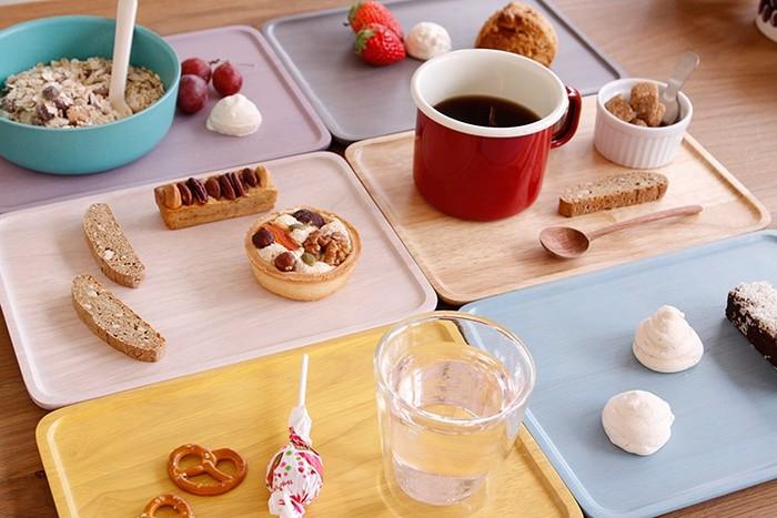 3サイズ展開されているので、パズルのように組み合わせてカラーコーデを楽しんでも楽しそう。朝食からカフェタイムまで、食卓を可愛らしく彩ってくれます。