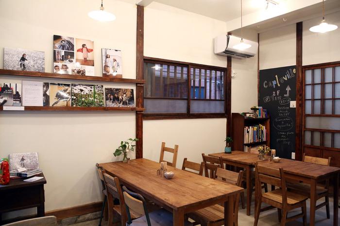 古民家を改装した落ち着きのあるお店は、1F がカフェで2F がフォトスタジオになっています。