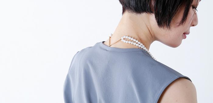 ロングネックレスとして単品で使用したり、3種類の専用パーツを使用して2連ネックレスにしたりトップを変えたり・・、その日の気分でデザインを変えられるユニークなロングネックレス。